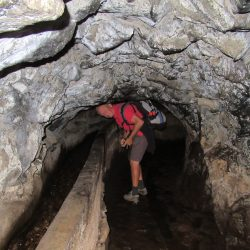 Vele donkere en soms lage tunnels