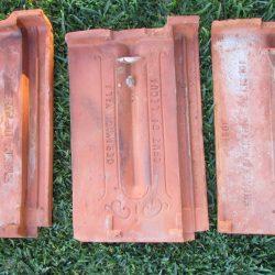 De drie typen antieke pannen aan de onderkant